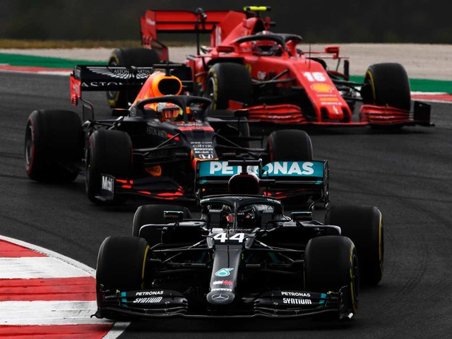 "Verstappen: ""Le regole 2022 non penalizzeranno la Mercedes"""