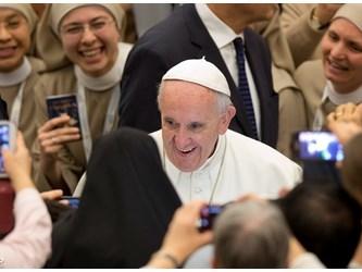 Mons. Viganò all'Usmi: cogliere con coraggio la sfida dei media digitali