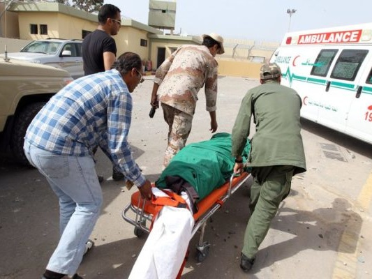 Libia: quattro medici morti, le truppe di Haftar bombardano ospedale