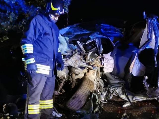 Perde il controllo dell'auto e si schianta contro un albero: 39enne morto sul colpo
