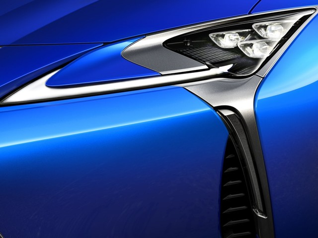 Lexus alla ricerca della verniciatura perfetta