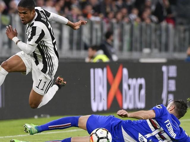 Calciomercato Juventus: Douglas Costa sarebbe vicino all'addio, si tratta con Psg e United