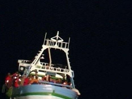 Migranti, sette sbarchi nella notte a Lampedusa: in poche ore arrivati in 250