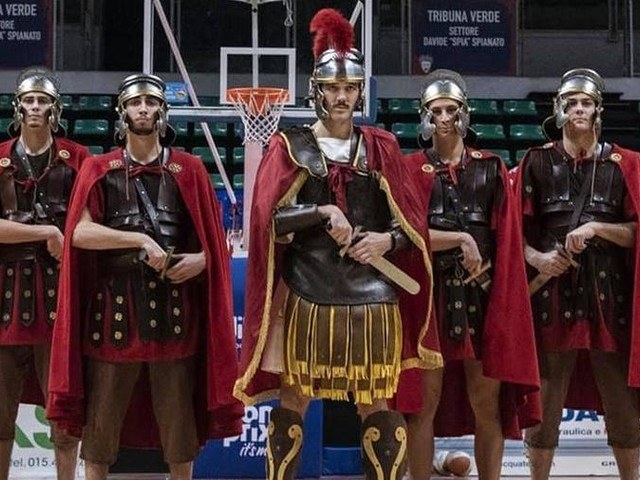 Saccaggi e Bortolani centurioni: così la Passione sbarca al Forum