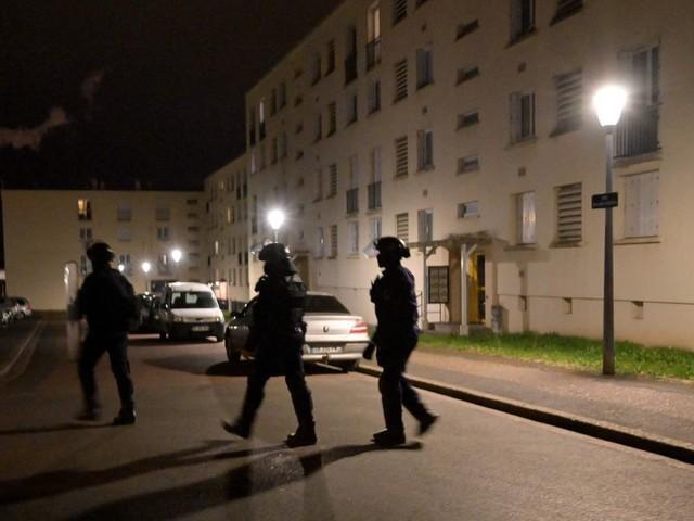 Le banlieue in guerra contro la polizia