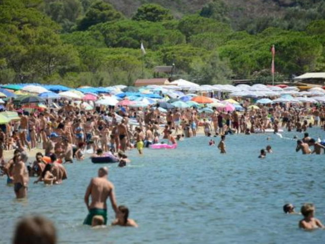 Vacanze, blitz Nas negli stabilimenti balneari: 1 su 3 irregolare, 21 chiusure