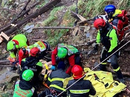 Pieve di Teco: cacciatore scivola in un dirupo e si rompe una caviglia, intervento dell'elisoccorso