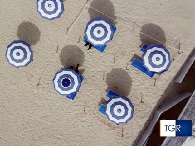 Covid: ordinanza Zaia, 12 mq superficie per ombrelloni