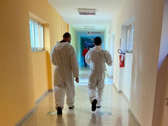 "Ospedale covid, politica: ""bene"" | Veleni e 2 manifestazioni"