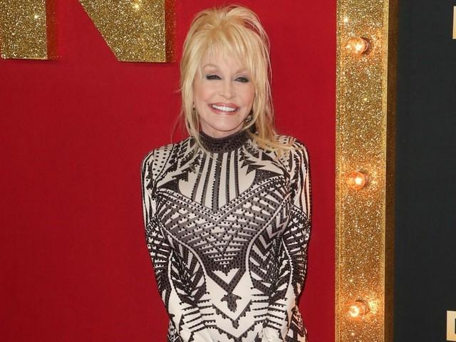 Dolly Parton dona 1 milione di dollari alla ricerca sul coronavirus
