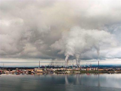 Ilva di Taranto: altro incidente sul lavoro, cadono morsetti. Operai illesi Ieri anche l'incendio nella discarica del siderurgico, con un caporeparto ustionato