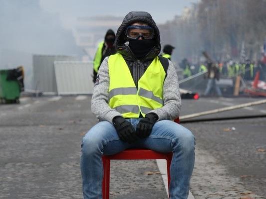 Macron si prepara a un nuovo assalto dei gilet gialli