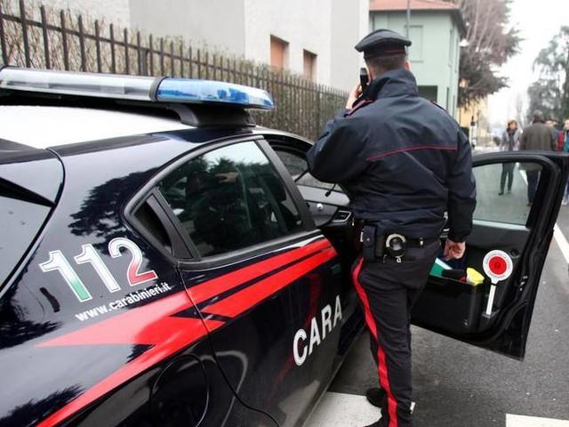 Milano, tenta di stuprare una liceale 18enne fuori da un locale: arrestato