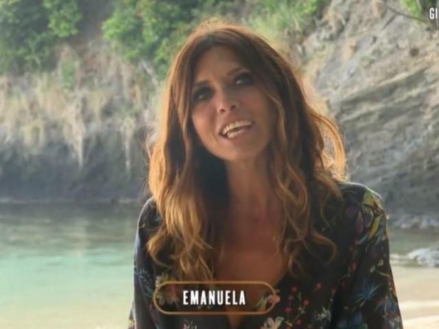 Emanuela Tittocchia all'Isola dei Famosi 2021: dopo il bacio la confessione sul naufrago
