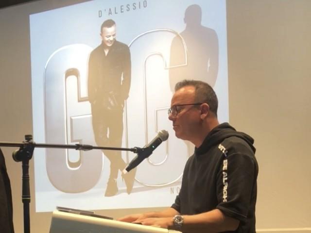"""Gigi D'Alessio e la conferenza stampa di Noi Due. """"Ho subito dei pregiudizi. Ci ho messo 27 anni per avere delle collaborazioni"""""""