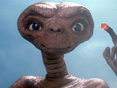 E.T. L'Extra-terrestre, stasera in tv il mondo salvato dai ragazzini di Steven Spielberg