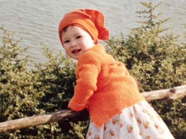 Un sorriso dolcissimo, in questo scatto aveva solo tre anni: oggi l'attrice è una vera dea