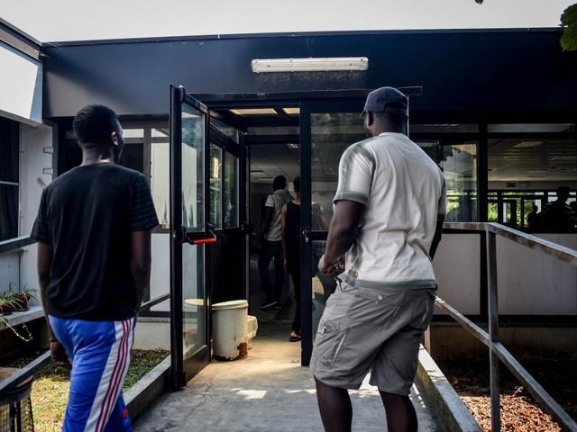 Con l'invasione riparte il business: ogni migrante costa 42 euro al giorno