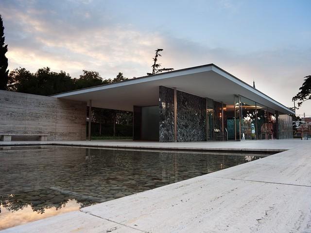 Mies, la graphic novel che racconta la vita di Mies van der Rohe, l'architetto della Neue Nationalgalerie