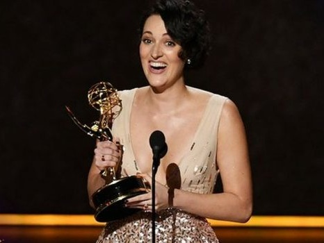 """La vittoria di Fleabag agli Emmy 2019, l'incredulità di Phoebe Waller-Bridge: """"Scrivo per questo!"""" (video)"""
