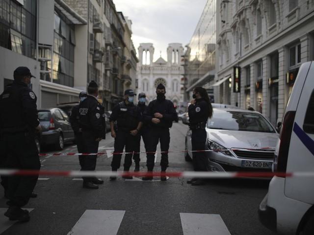 """Ira di Parigi contro il governo: """"L'Italia doveva fare da filtro"""""""