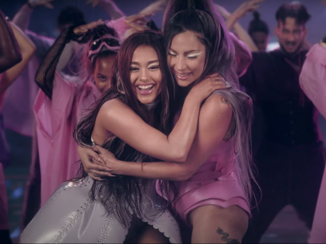 Piovono coltelli in 'Rain on me', il nuovo video di Lady Gaga feat. Ariana Grande
