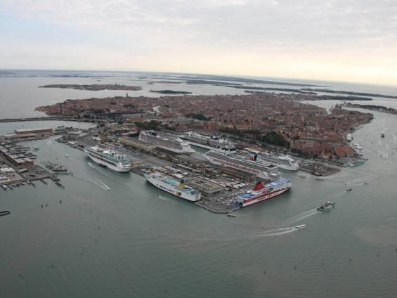 """Crociere, Compagnie per preservare Venezia: urgente il """"dragaggio"""" di altro canale"""