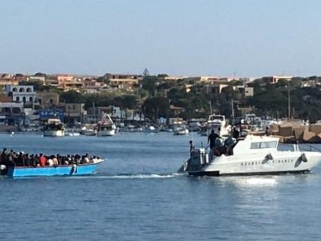 Migranti, ancora sbarchi a Lampedusa: tre nelle ultime ore