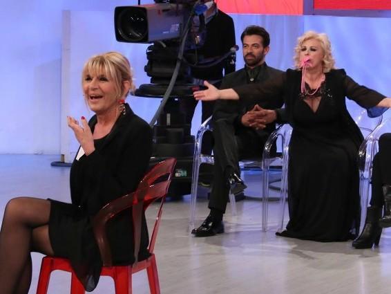 Uomini e Donne, Tina Cipollari e la furia contro Gemma Galgani [VIDEO]