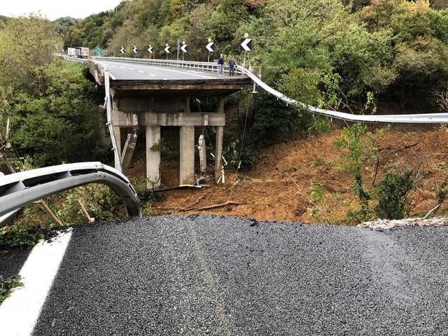 A6, crollo di un viadotto sulla Torino-Savona a causa del maltempo
