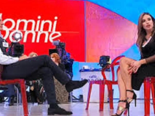 Uomini e Donne, prossima puntata over: David e Cristina si baciano e lasciano il programma