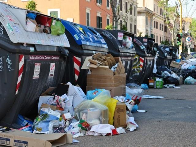 """Inchiesta rifiuti, """"Virginia Raggi lasci la sua carica e consenta ai romani di continuare a respirare un'aria pulita"""""""