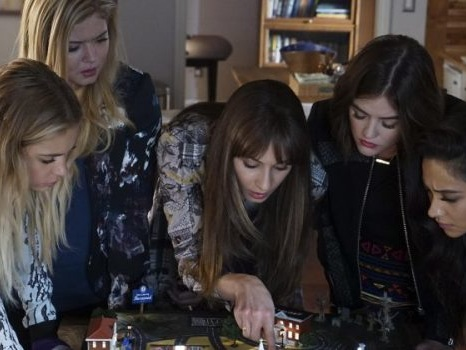In Pretty Little Liars 7×12 Spencer affronta la madre: i segreti di famiglia a rischio? (Foto)