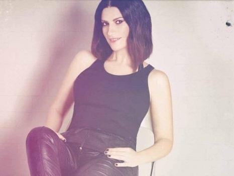 """Laura Pausini ringrazia ATM, la risposta insuperabile: """"Non possiamo assicurarti che ci sia Marco ma i treni sì"""""""