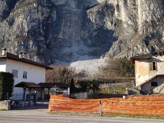 Maso Nuovo di Mezzocorona oggi si fa esplodere la roccia che minaccia il gruppo di case