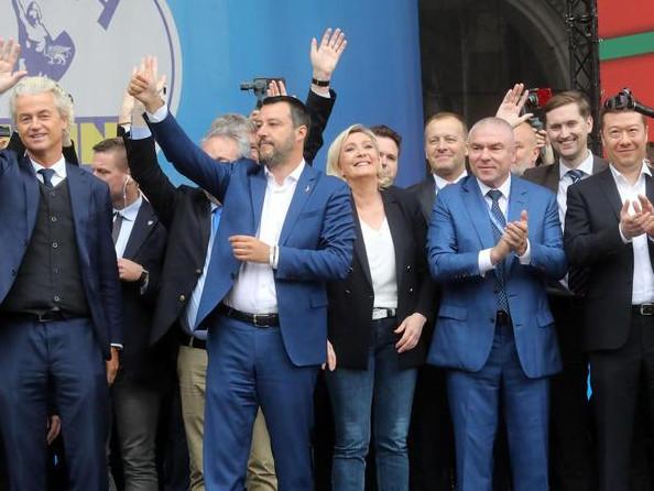A Milano sfilano i sovranisti d'Europa
