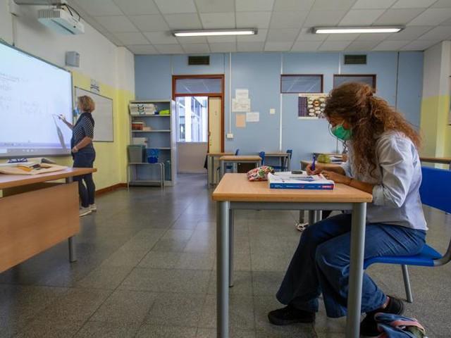 Nuovo Dpcm, bozza: scuole superiori aperte, almeno il 50% in presenza