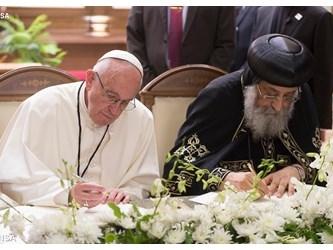 Francesco a Tawadros: impegno sincero su non ripetizione Battesimo