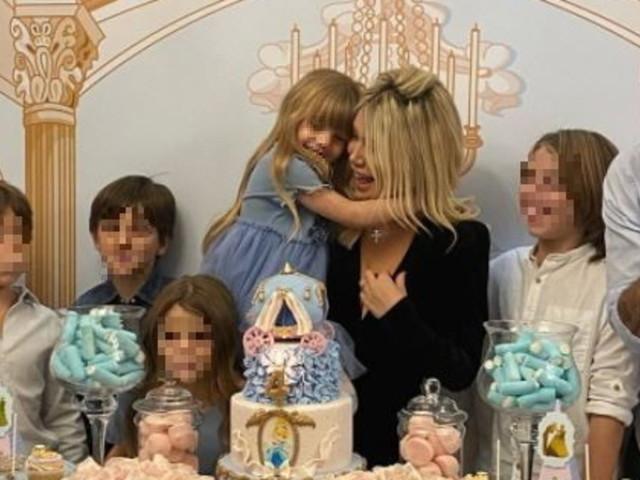 """Festa """"principesca"""" in casa di Wanda Nara per il compleanno della figlia Isabella"""