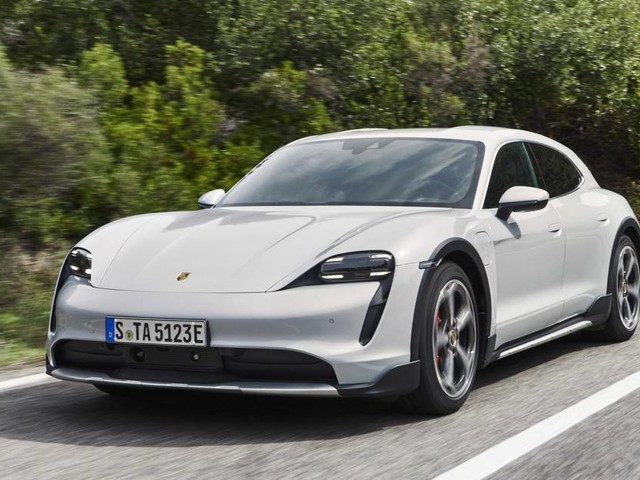 """Porsche Taycan - Cross Turismo, ecco la """"wagon"""" elettrica"""
