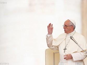 Papa a studenti economia: non obbedite ciecamente al mercato