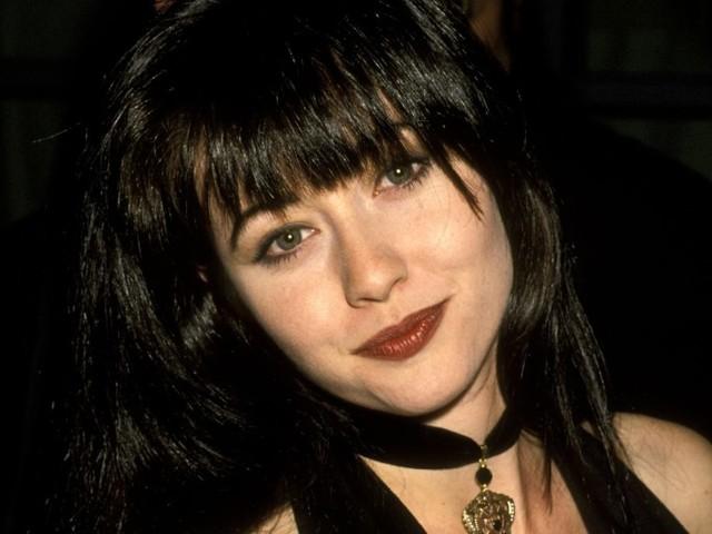Shannen Doherty fa 50 anni e noi sogniamo ancora la frangia anni '90 di Brenda