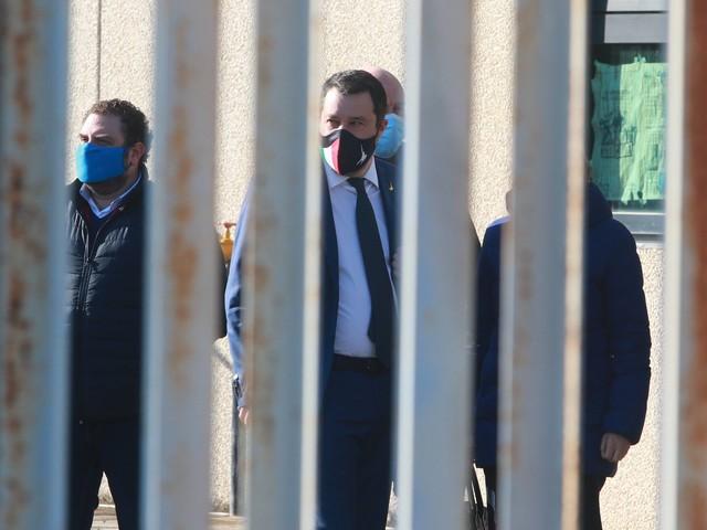 """Danza sulle macerie di Pd e 5S. Il piano di """"invasione"""" di Salvini"""