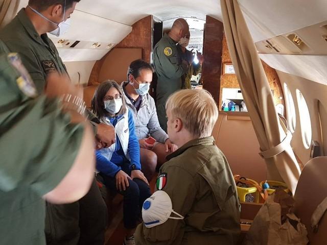 Deborah Iori in viaggio verso Dallas: trovato un volo per portare la donna affetta da una malattia rara nel centro salvavita