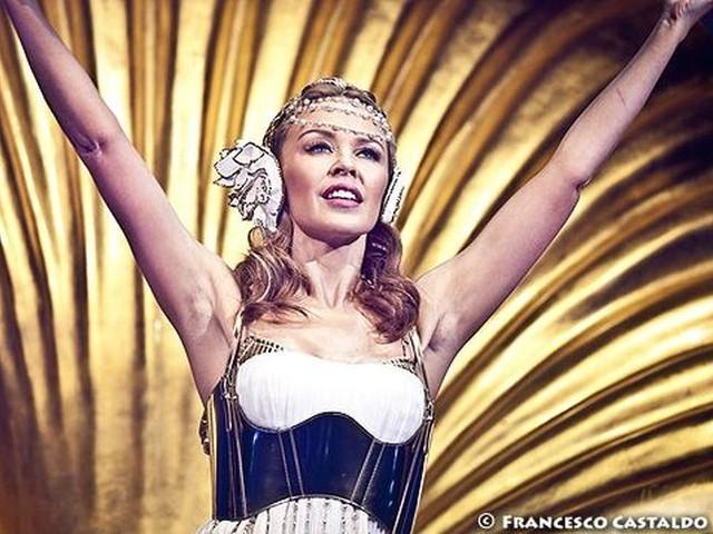 Kylie Minogue, nuovo album di inediti dopo quattro anni: lo anticipa il singolo 'Dancing' - VIDEO