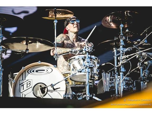 Blink-182, da Travis Barker raffica di querele per 'gravi danni alla salute' dopo un incidente stradale