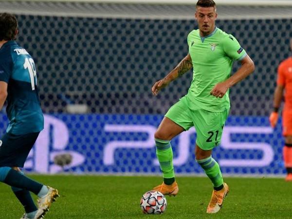 Dortmund-Lazio: Patric in vantaggio su Luiz Felipe. Torna Milinkovic, Lazzari rischia