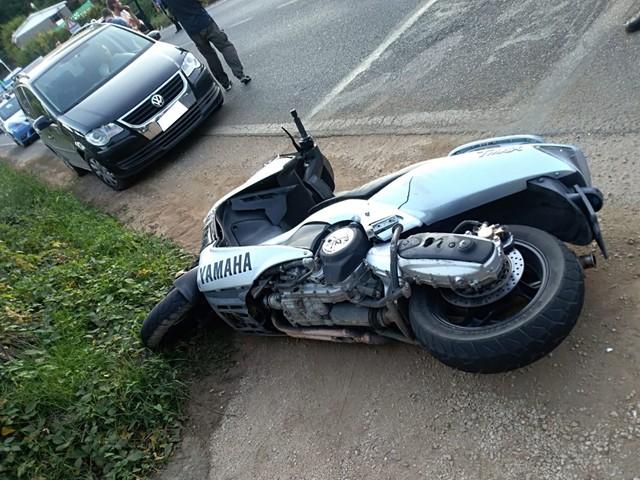 Ennesimo scontro auto-moto sulla via Ariana a Lariano: ferito motociclista