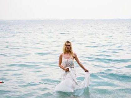 """""""Dillo alla Luna"""": un romantico shooting sulle sponde del Lago di Garda"""