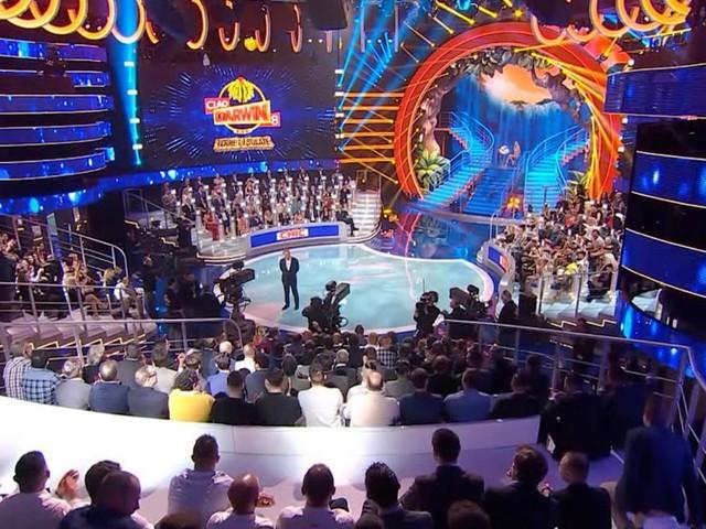 Ciao Darwin sospeso questa settimana: la decisione Mediaset per evitare 'fuga di pubblico'